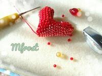 ビーズで編む真っ赤なハートの出来上がり♪