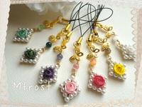 ダイヤなパールにロザフィのバラと蝶のストラップ