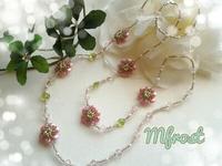 梅の花が咲いたようなロングネックレス完成☆ビーズステッチキット作品