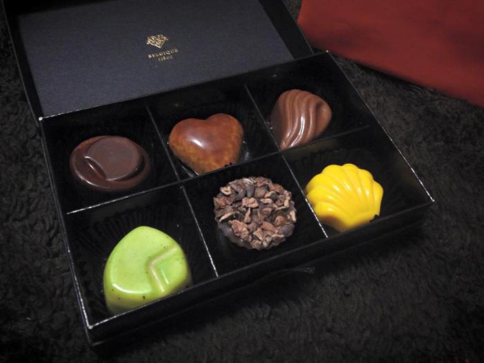 高級チョコ、ピエール・ルドンさんを丁寧にいただきます。