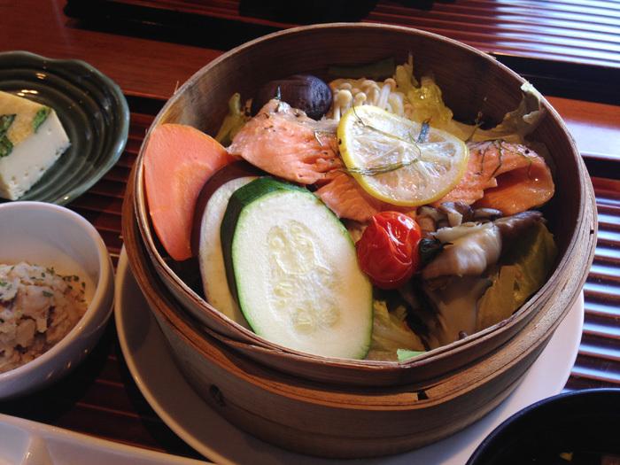 名駅の野菜たっぷりランチをテイストシックス(TASTE-6)で。