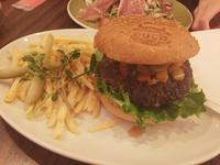 アメリカンカフェ&バーで巨大なハンバーガーを!豊田市美術館近く「each イーチ」にて! 2015/04/21 21:00:00