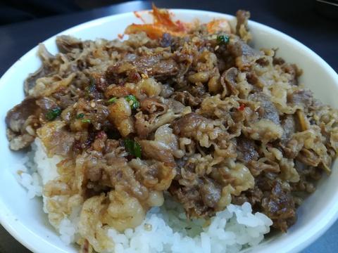 白頭山のカルビ丼(大)700円は···(;゚∇゚)