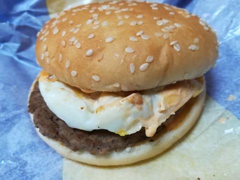 マックの月見バーガーを食べよう(^-^)/