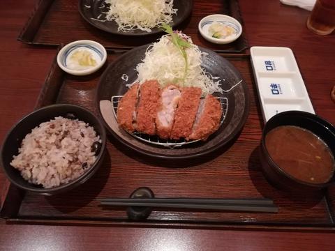 マ・メゾンのとんかつを食べよう(*´∀)ノ