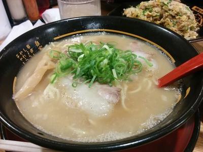 豚旨うま屋ラーメンで晩飯(^.^)