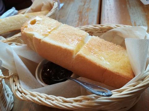 コメダ珈琲の食パンは美味しい(*´-`)