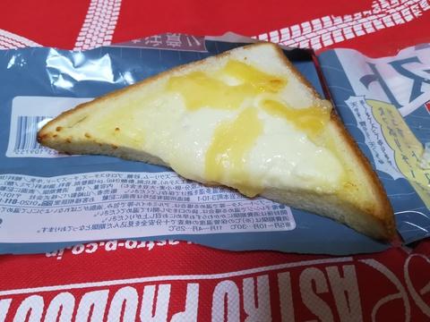 悪魔のパンを食べてみよう(*´∀`)ノ