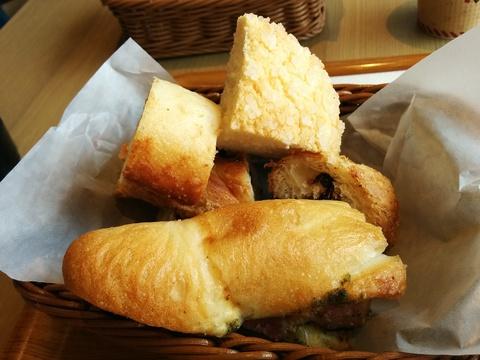 アンティークのパン食べ放題モーニング(*´∀`)♪