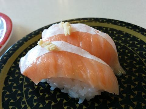 はま寿司で苺のシフォンケーキを(^_^)v
