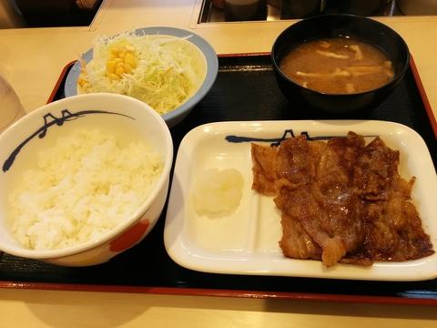 松屋のカルビ焼肉定食500円(*´∀)ノ