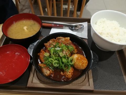 松屋の鶏と玉子の味噌煮込み鍋膳(^.^)