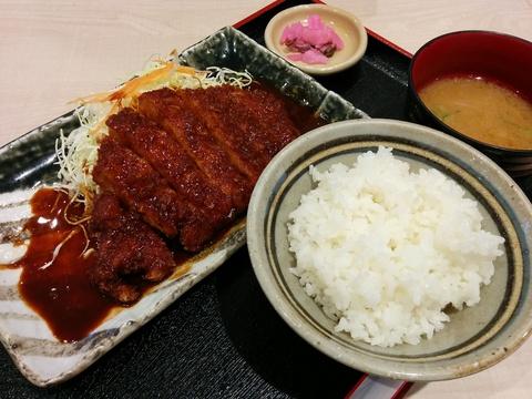 矢場とんのロースとんかつ定食1200円(^.^)