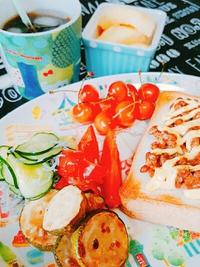 夏野菜とフルーツたっぷり朝ごはんと納豆トースト