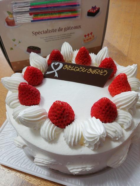 ホールケーキを半額で♪月に1度の生デコレーション半額デー(岡崎 レマン)