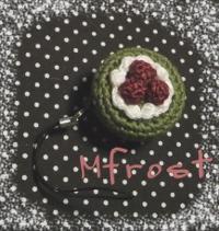 編みケーキでリールホルダー