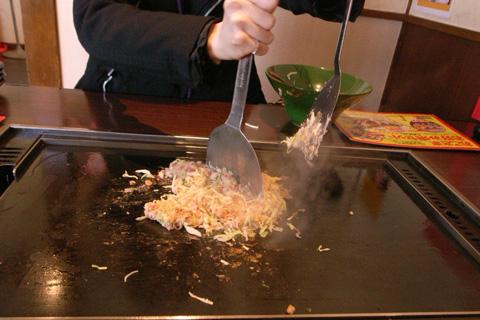 豊田市248沿いの「かす玉ばあちゃん」お好み焼き本舗で「もんじゃ焼き」初体験w