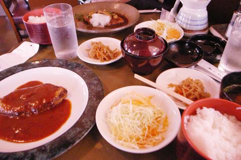 cocotte(ココット)豊田市朝日町のハンバーグはふわとりデミグラスんw