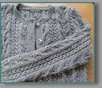 母から届いた手編みカーディガン