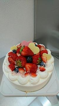 デコレーションケーキとシフォンケーキと日本酒