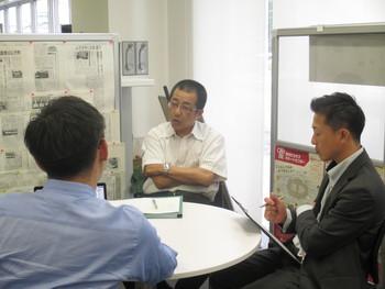 額縁メーカー「アイコー」の近藤さん、販路開拓の相談でお見えになりました