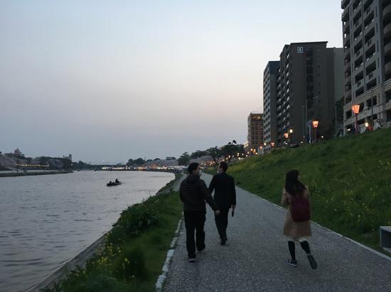 川から観る岡崎の夜桜