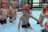 難関小学校は必ず水泳を取り入れている。