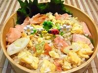 9月29日 秋鮭たっぷりのごろっと鮭チャーハンのお弁当☆ 2012/09/29 08:22:16