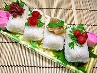 3月4日 色々な梅の彩りおにぎりの部活弁当☆ 2012/03/04 07:21:39