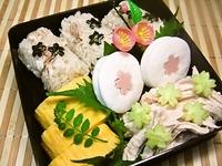 4月10日 春の鯛飯おにぎりde桜お重のお弁当☆ 2012/04/10 09:30:12