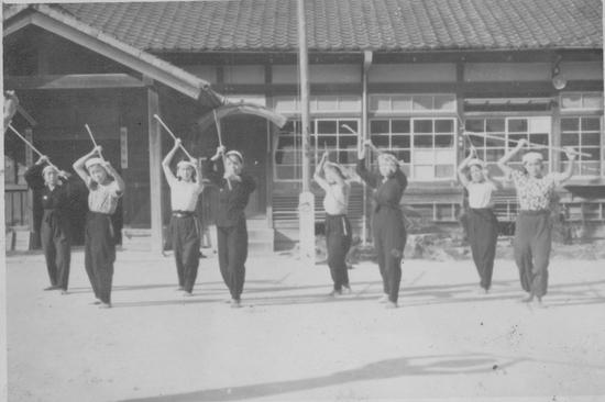 昭和20年 薙刀の訓練