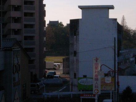 まちなかから岡崎城を望む①