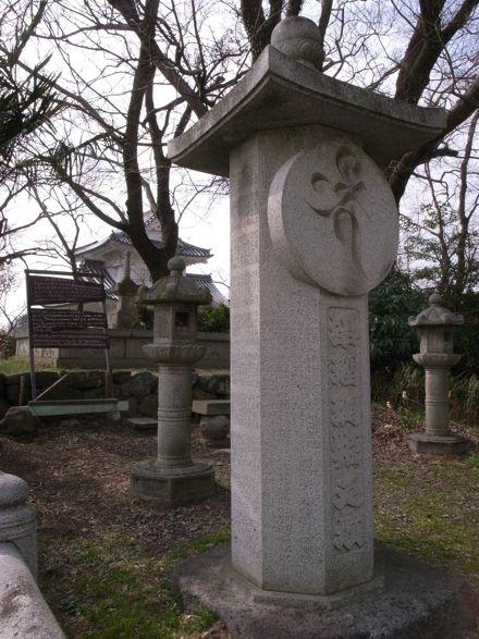 浄瑠璃姫の供養塔