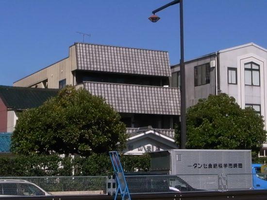 周辺環境との関係性に配慮し、調和する建築物01
