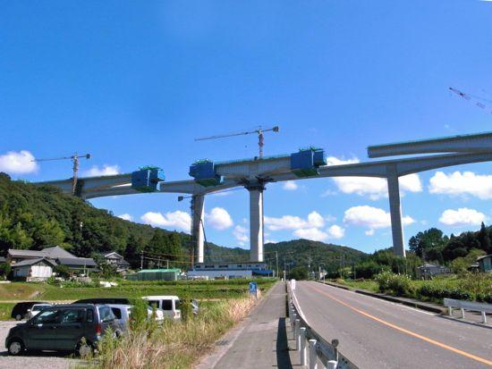 用強美の新東名高速道路