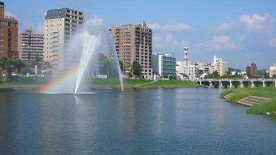 虹と噴水の饗宴