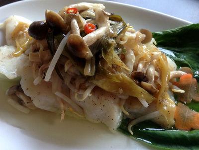 蒸し魚のネギオイルソース ¥950(税抜)