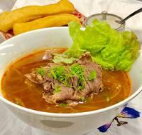 ベトナム料理、辛い味噌使う牛肉のフォー大人気