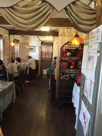 ベトナム料理フォーコムフォーのオシャレな店内