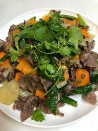ベトナム料理 ジャガイモと牛肉のにんにくの茎炒め