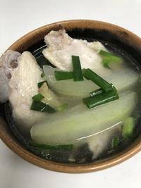 ベトナム料理冬瓜と鶏肉のスープ