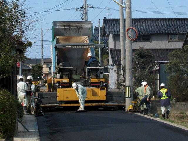コンクリートとアスファルト~道路に使うとよいのはどちら?