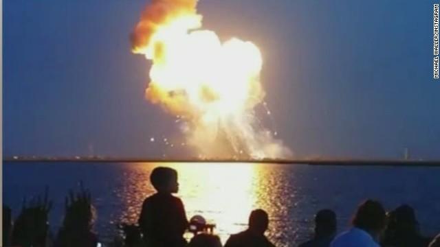 ロケットが大爆発、残骸には有害物質!?