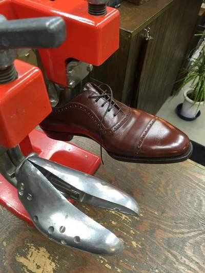 靴のストレッチ(幅を広げる)