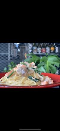 サーモンとキノコのクリーム スパゲッティ