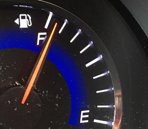 必見‼ガソリンメーター横の◀の意味、知ってる?