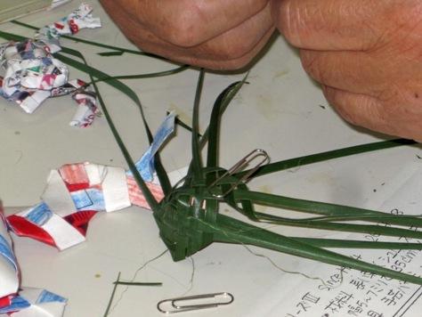 体験プログラム「葉っぱで作るカエル」を開催しました!