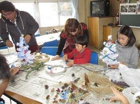自然素材でクリスマス飾り作りイベントを開催しました☆