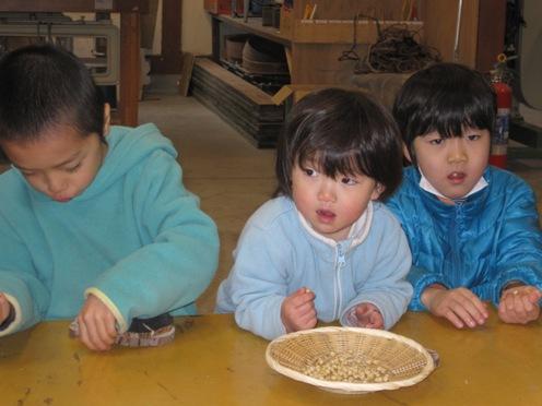 素朴な美味しさ!「大豆の脱穀プログラム」を開催しました!
