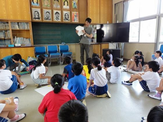水と生き物のつながりを学ぼう!豊富小学校4年生が環境教室に参加